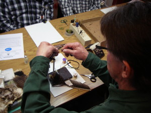 crosscurrents-fly-tying-class (1)